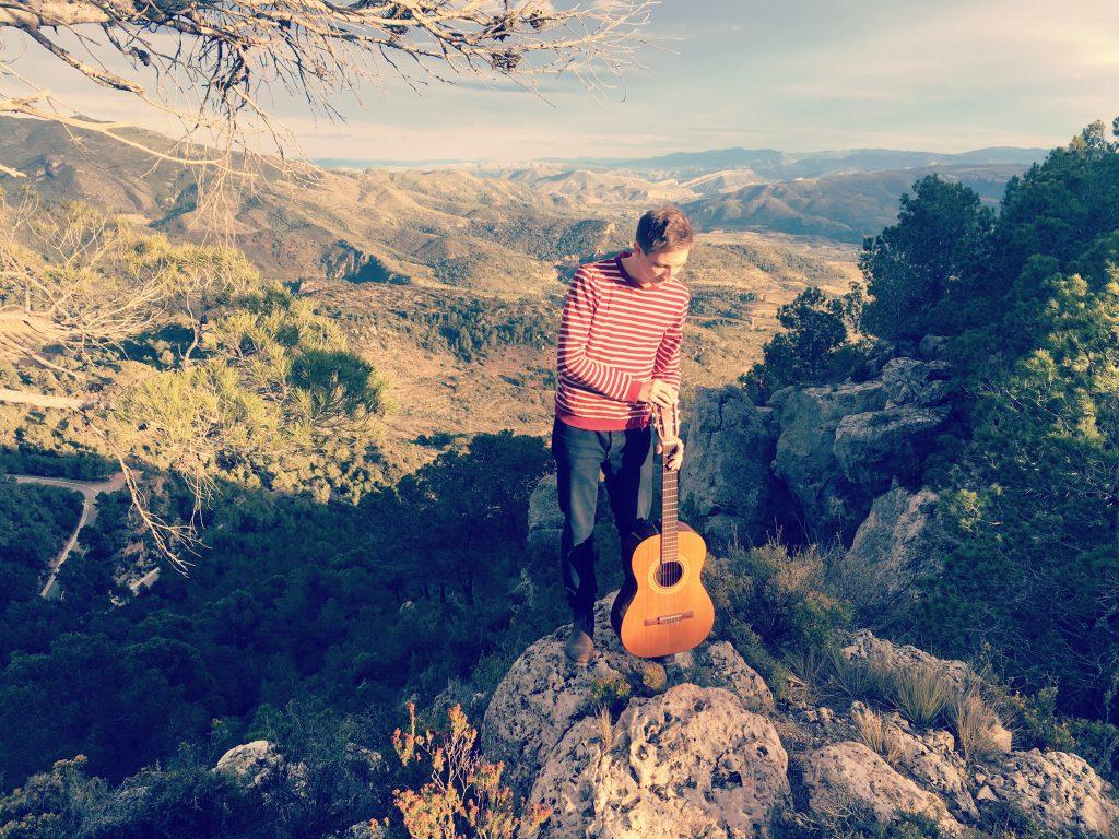 Scott Mannion publica 'Loving Echoes', su primer disco en solitario