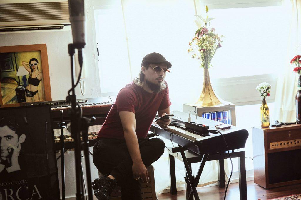 'Dellafuente: Mil futuros', documental sobre la trayectoria del músico granadino
