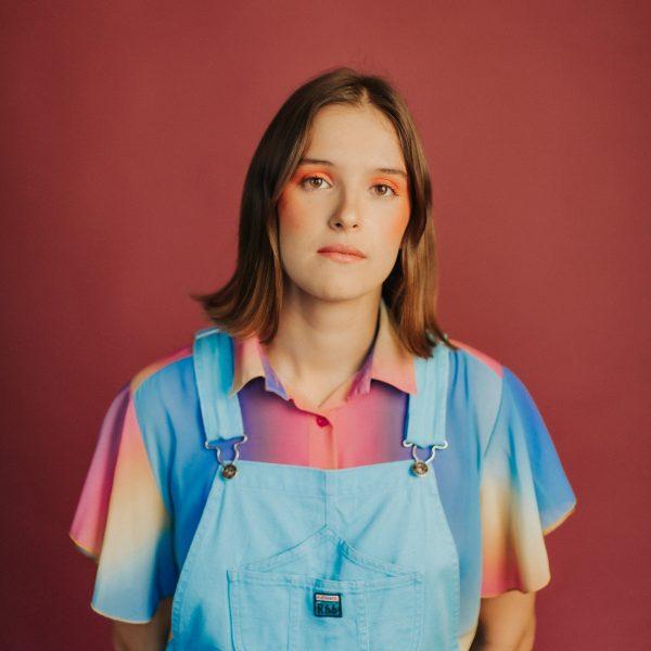 "Carlota Flâneur presenta su primer EP, ""Brains"""