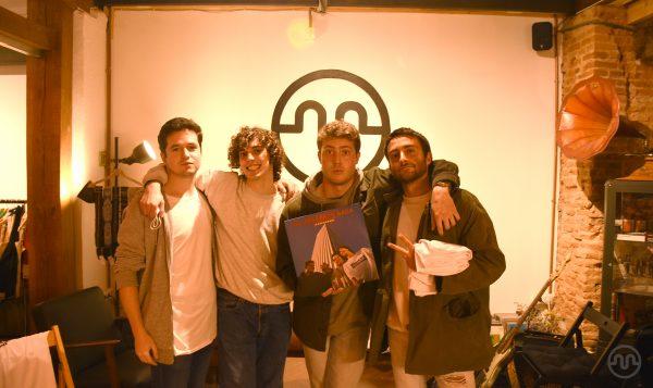 Firma de discos + showcase de Karavana